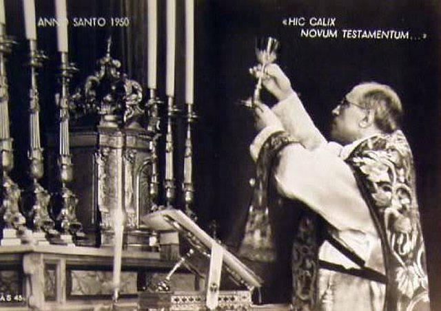 Pio XII celebra la S. Messa