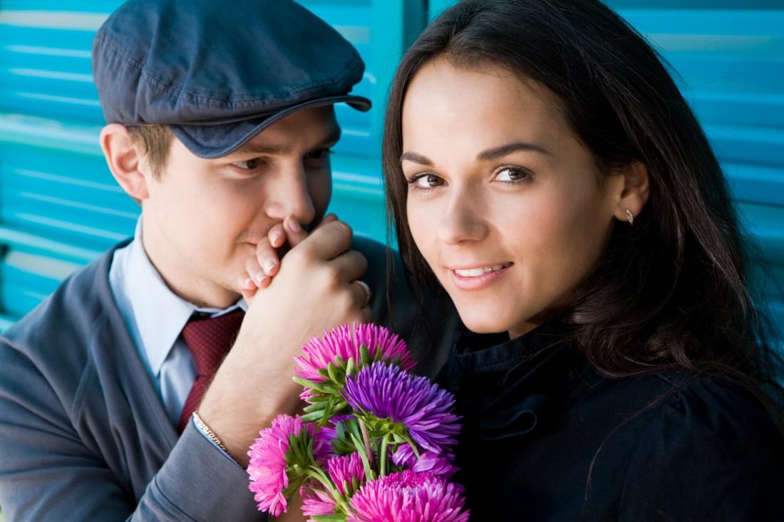 Baciamano di fidanzati - © Can Stock Photo pressmaster -canstockphoto5148574