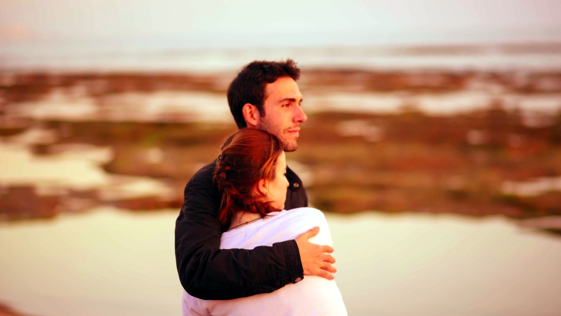 Uomo e donna innamorati - foto di Dani Guitarra da Pixabay