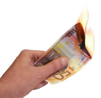Euro che bruciano - foto di Davide Guglielmo da freeimages.com